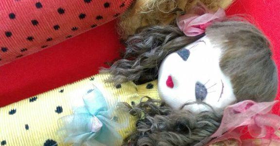 可愛らしい、こけし型のお人形、変わってます!