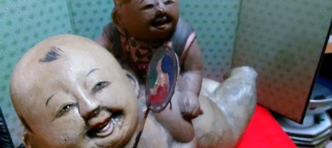 なんだか楽しそうな…古い焼き物人形