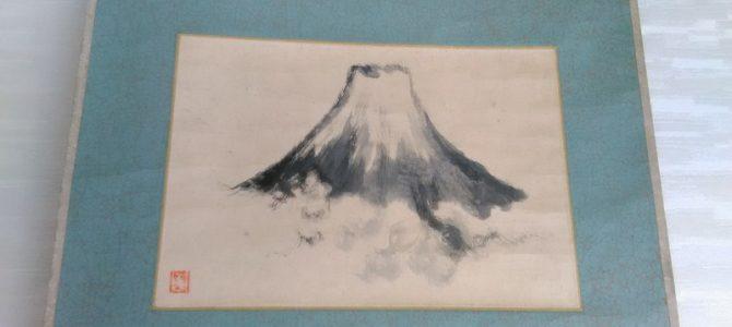 印象的な存在感…富士山の掛軸