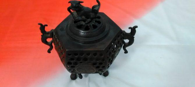 銅器の香炉…伝統の高岡の技