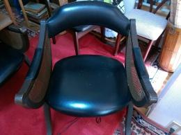 大正時代の洋館の椅子、レトロな感じ
