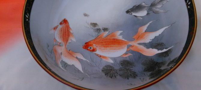 大正九谷の大鉢、大好きな金魚!