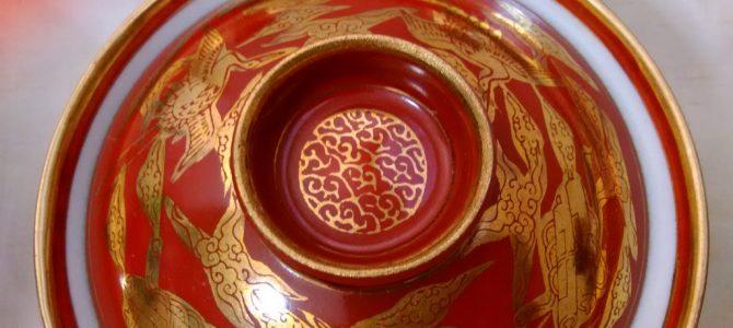 特徴のある配色…九谷焼永楽の蓋茶碗
