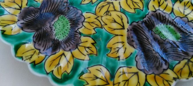 九谷らしい色彩…青手九谷輪花の6寸皿