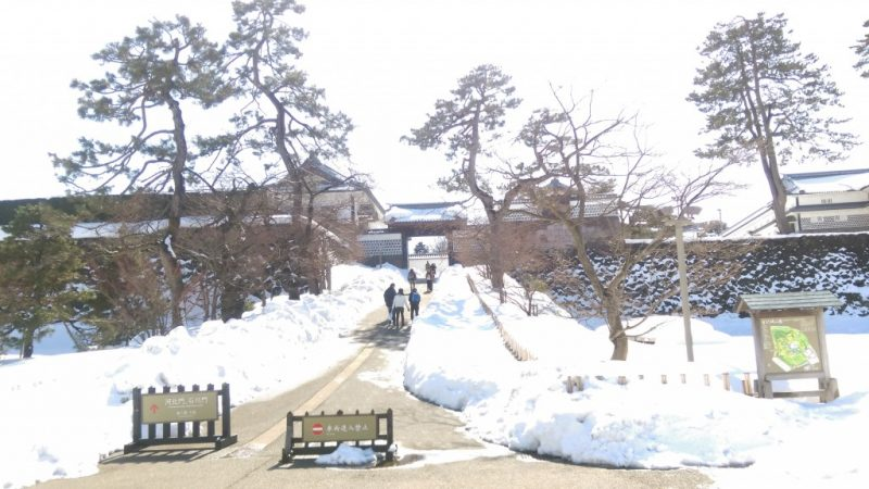金沢城の雪除雪