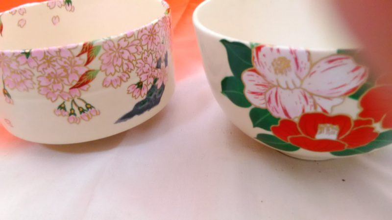 桜、椿の抹茶茶碗