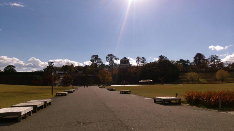 秋、金沢城址公園