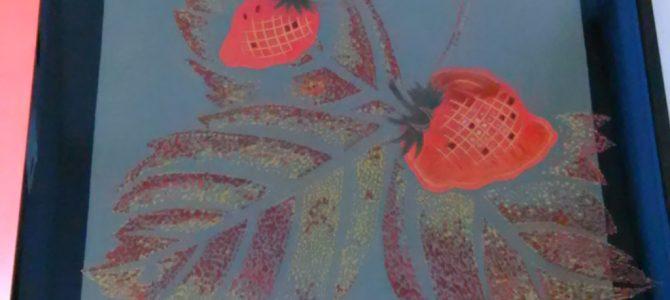 輪島塗こんなに可愛いのもあります、苺蒔絵の硯箱
