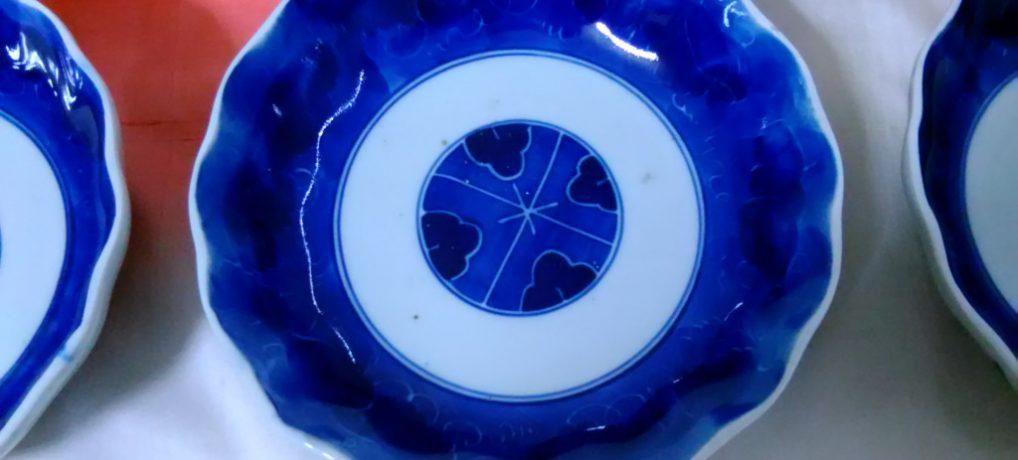 染め付けなます皿、よく見るとなかなか大胆な模様明治