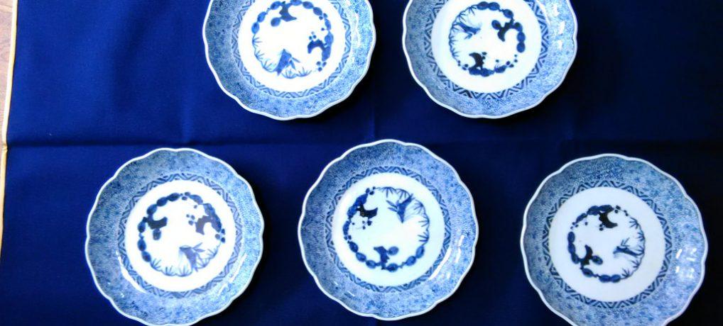 染付のお皿、夏には涼しげ白に紺