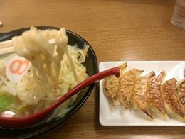 8番らーめんラーメン餃子