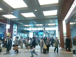 金沢駅賑やか